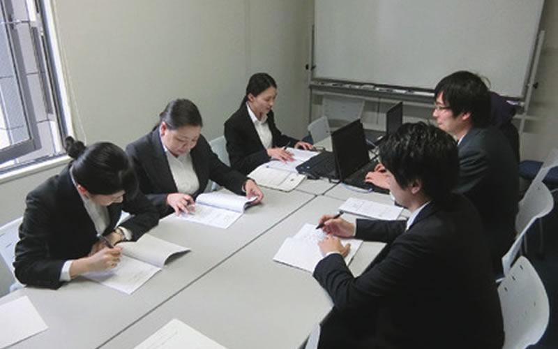 実践の場で学ぶ!インターンシップ研修& 校内企業説明会